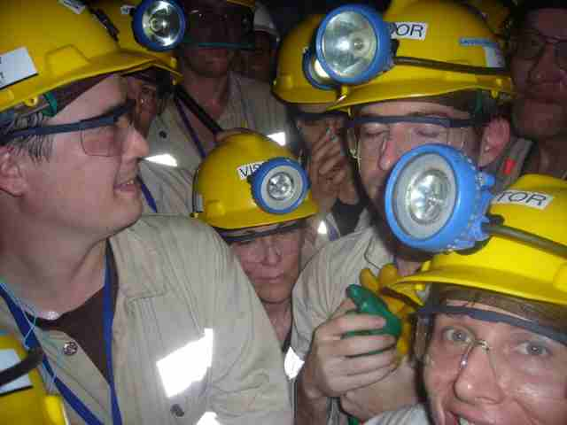 Bloggers jammed into a shaft heading 3 point 8 kilometers underground2.jpg